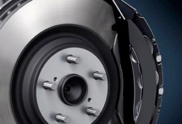 Close-up graphics of a wheel brake assembly including the rotor, caliper, and brake pads